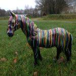 Artistiek Fries Paard polyester (40 cm)